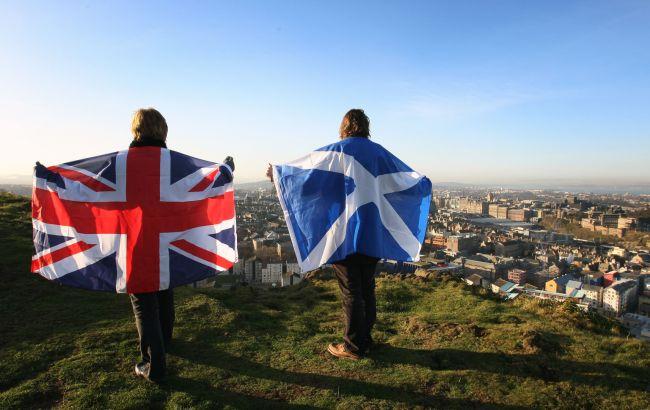 Фото: флаги Великобритании и Шотландии