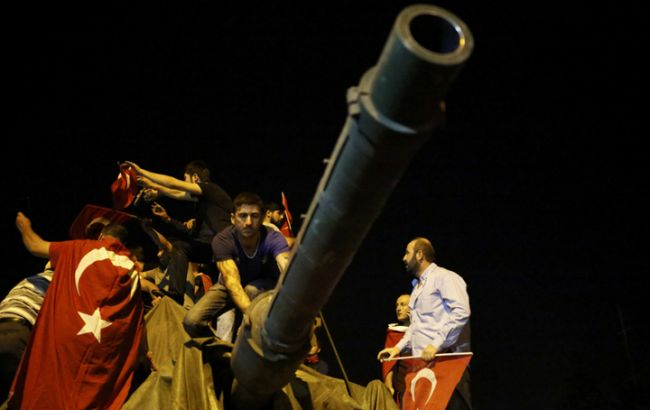 Фото: военная техника на улицах Стамбула