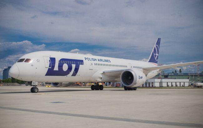 Польська авіакомпанія відновлює польоти за 70 напрямками: в списку Україна