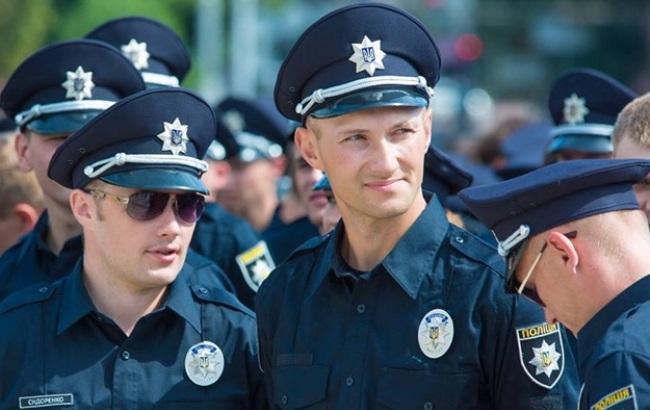 Фото: Полицейскому не повезло (kiev.vgorode.ua)
