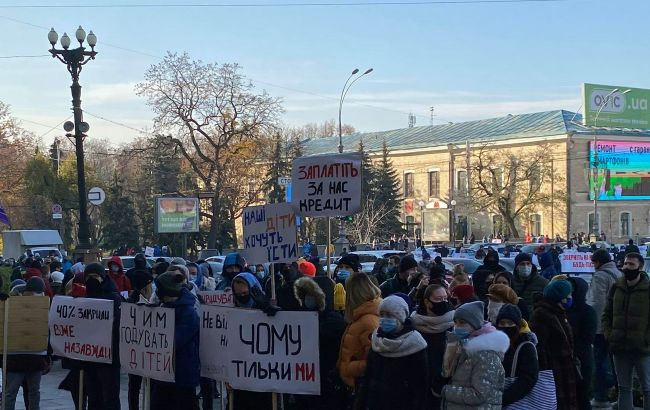 В Україні мітингують проти посилення карантину на вихідні