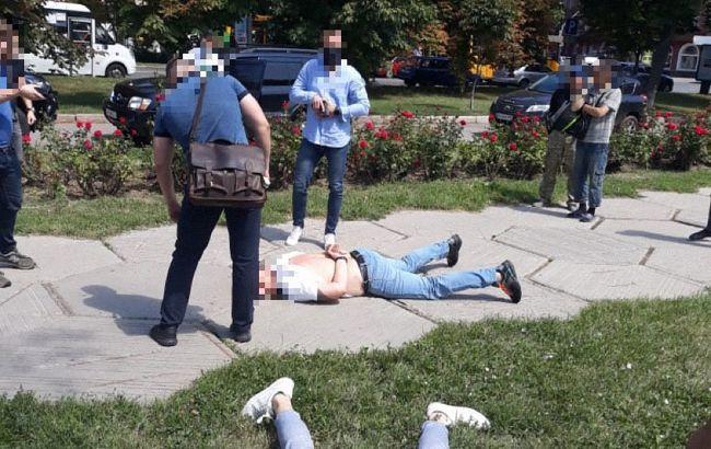 У Полтаві слідчого ДБР та поліцейського затримали на отриманні хабаря