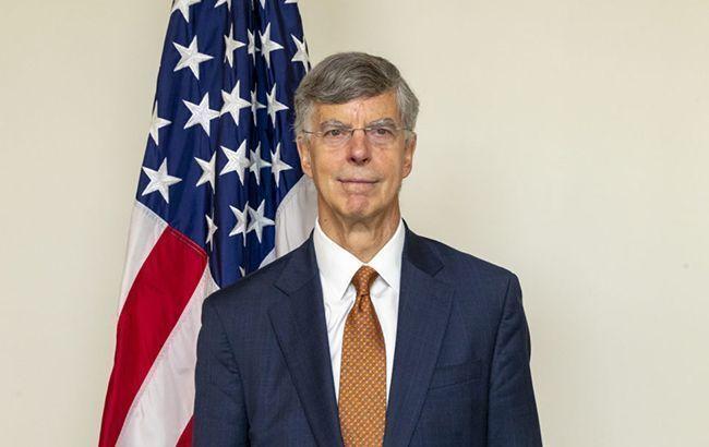 Сенат США просит госсекретаря не отзывать Тейлора из Украины