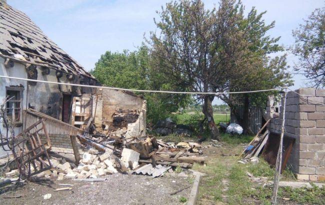 На Донбасі бойовики обстріляли три житлових будинки