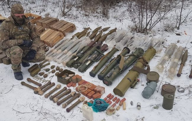 На Донбассе выявили арсенал оружия диверсионной группы боевиков