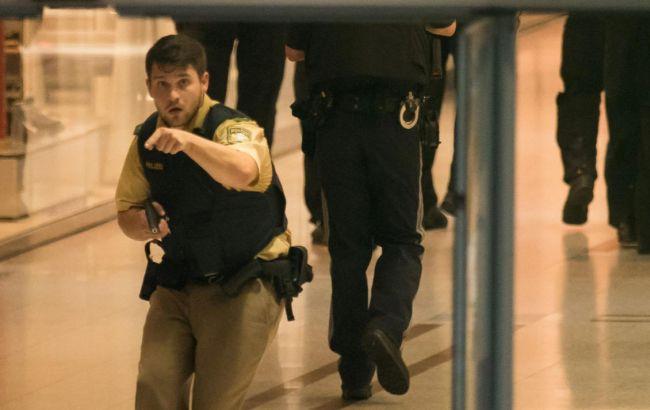 Фото: поліція продовжує проводити спецоперацію в Мюнхені