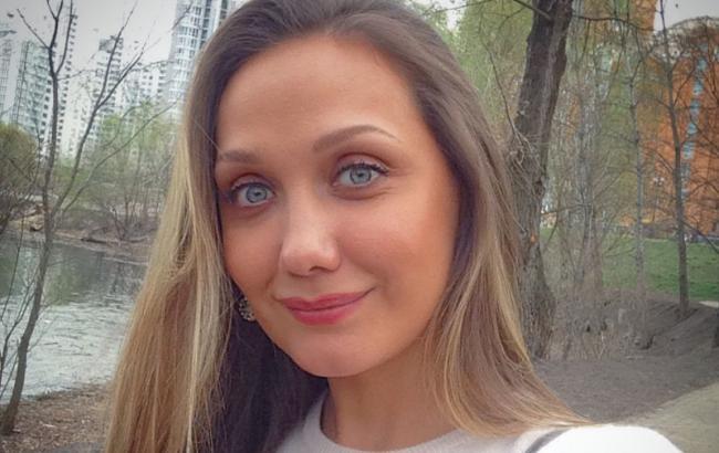 """""""Заново вчиться їсти"""": мама співачки Власової розповіла про стан дочки"""