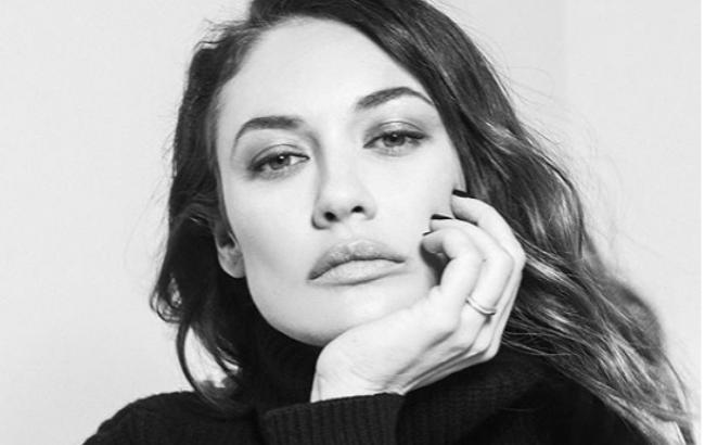 Украинская актриса из Бондианы снялась в яркой фотосессии