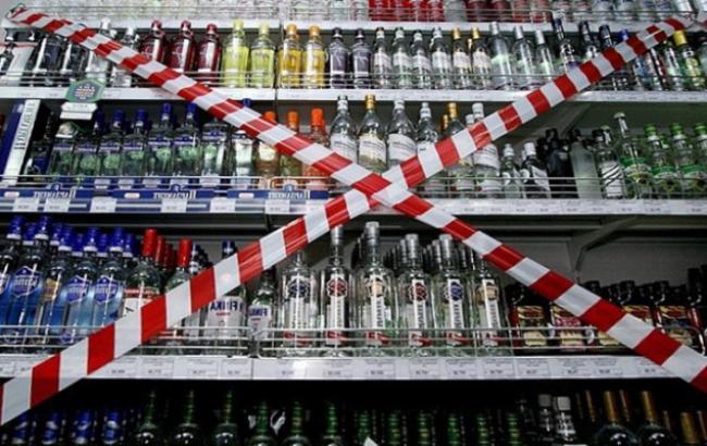 Київський суд зобов'язав міськраду скасувати заборону на продаж алкоголю в нічні години