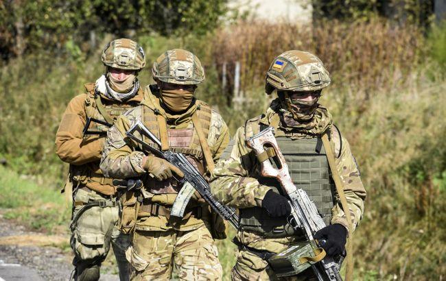Окупанти 9 разів відкривали вогонь: на Донбасі боєць отримав поранення