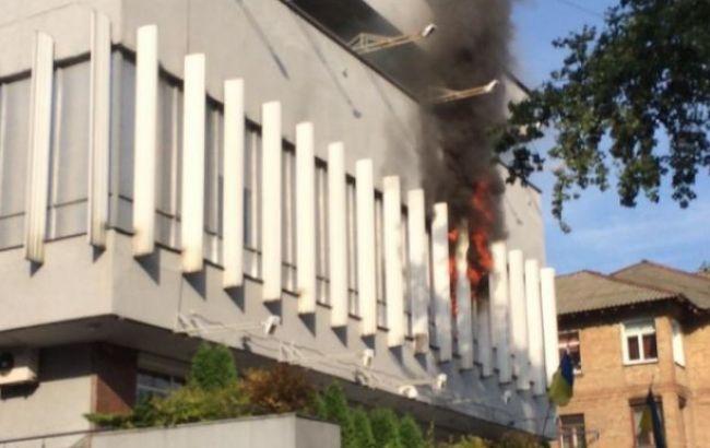 """Фото: пожежа в будівлі """"Інтера"""""""