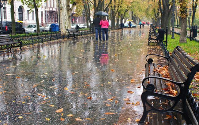 Погода на завтра: На заході та півдні України очікуються дощі, температура до +10