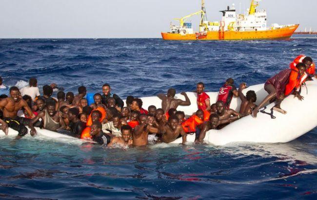 Фото: мигранты в Средиземном море