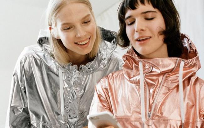 Дочерний бренд H&M снял транссексуалов в рекламе новой коллекции