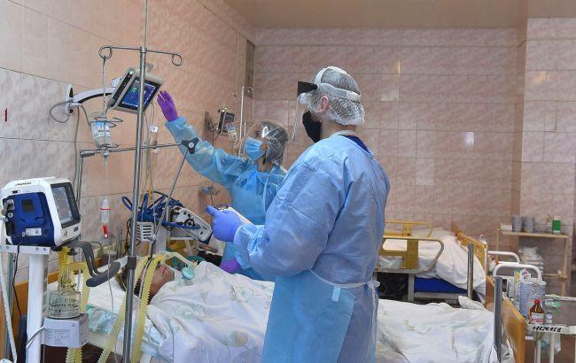 У восьми регіонах України перевищена норма заповнювання ліжок для хворих COVID