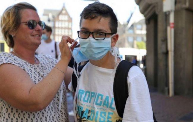 В Нидерландах усиливают карантин: впервые будет введен масочный режим в магазинах
