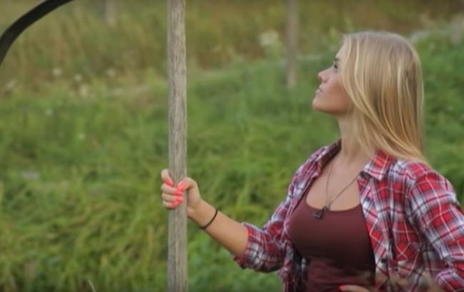 Фото: Героиня проекта Панянка-селянка (кадр из видео YouTube-канал ТЕТ)