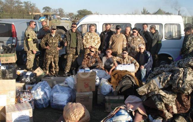 Більшість українців вважають волонтерську допомогу армії найефективнішою