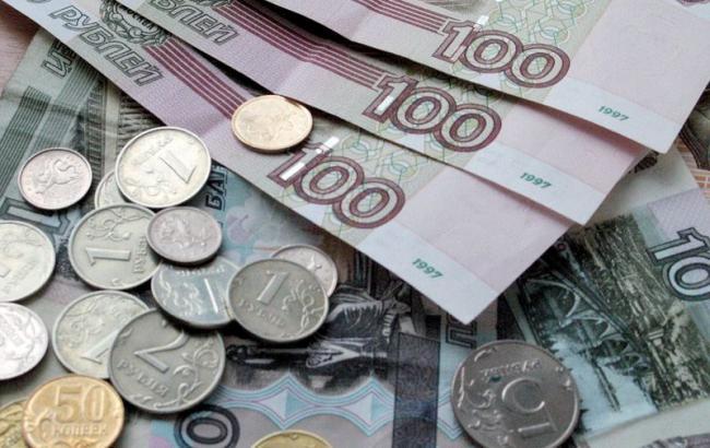Курс рубля к доллару в РФ рухнул ниже 85