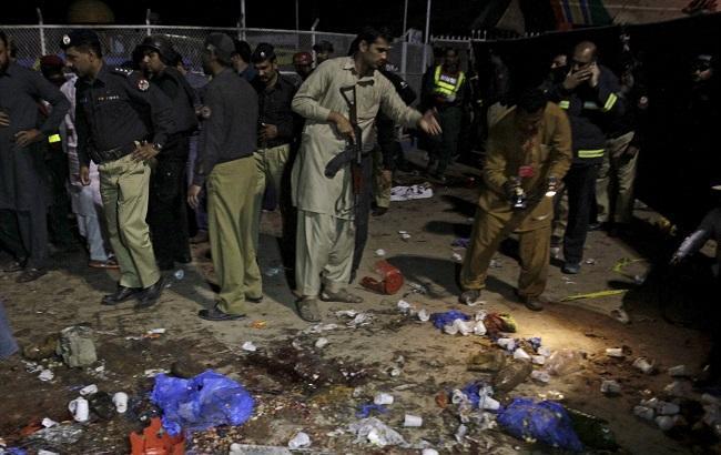 Фото: теракт на северо-востоке Пакистана унес жизни 65 человек