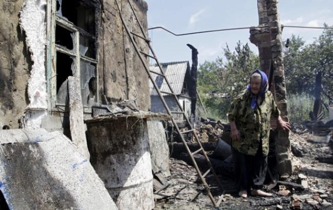 В итоге обстрела боевиками Авдеевки зажегся дом