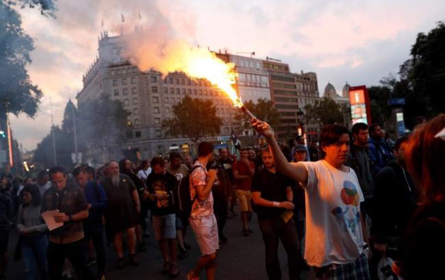 У Барселоні прихильники незалежності блокують дороги і залізничні станції