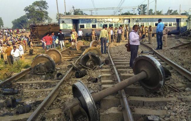 В Индии сошел с рельсов пассажирский поезд, погибли 7 человек