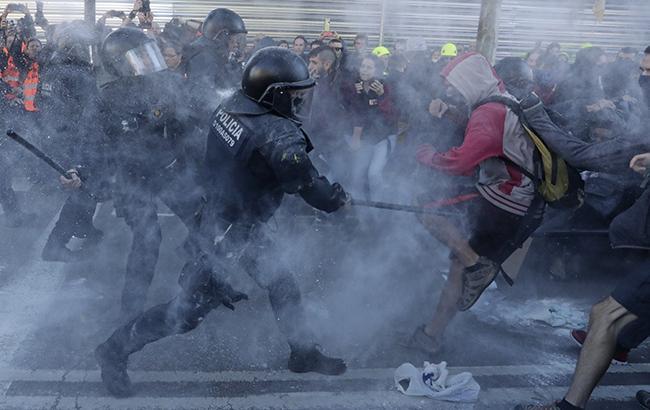 У Барселоні сталися сутички між поліцією та протестувальниками