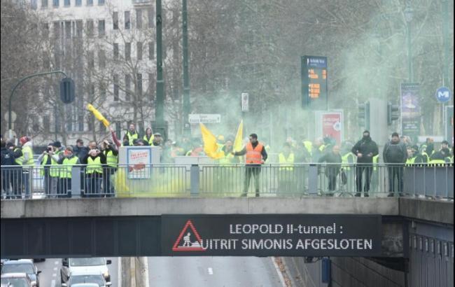 """У Брюсселі """"жовті жилети"""" влаштували бійку з поліцією, більше 100 осіб затримано"""