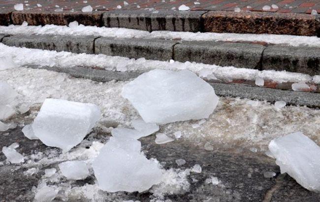 Полиция открыла производство из-за травмирования ребенка ледяной глыбой в Полтаве