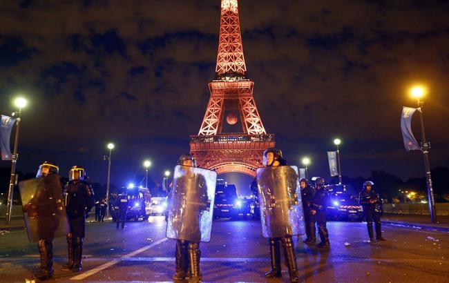 Фото: в Париже полиция задержала около 40 участников беспорядков на финале Евро-2016