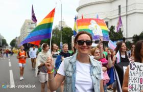 Участница Марша равенства в Киеве (фото: Виталий Носач, РБК-Украина)