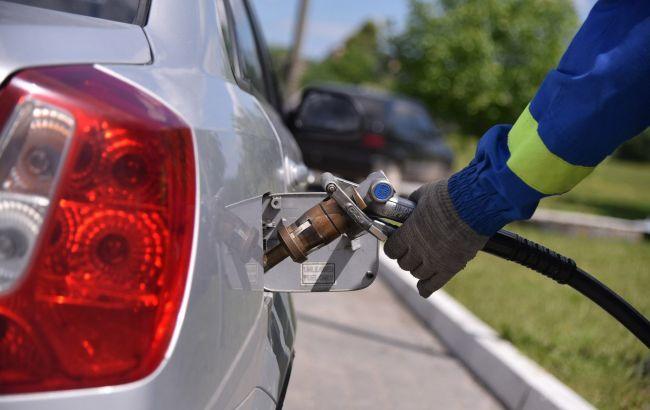 Бензин дорожчає в Україні слідом за нафтою на світових ринках