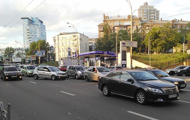 Импорт легковых авто в Украину увеличился почти вдвое с начала года