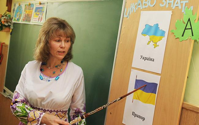 Фото: Вчителька в школі (УНІАН)