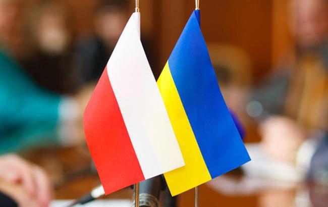 Фото: польский и украинский флаги (voladm.gov.ua)