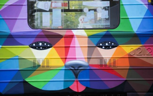 Фото: Арт-потяг, що курсує по червоній гілці метро (Віталій Носач)