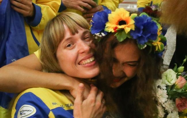 Фото: Паралімпійців зустрічали в аеропорту (Віталій Носач, РБК-Україна)
