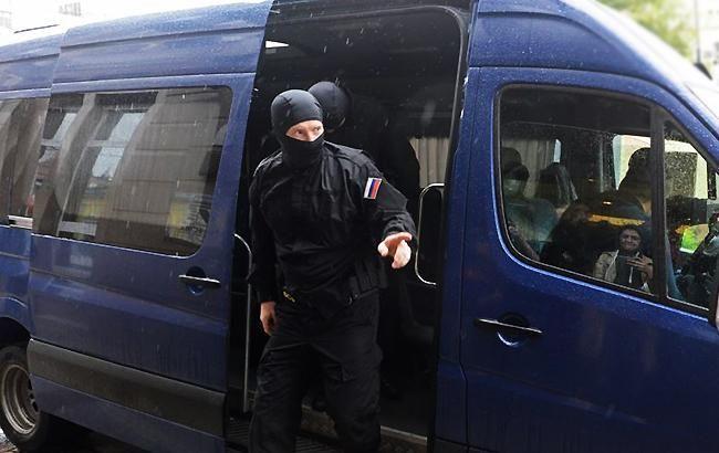 В аннексированном Крыму ФСБ проводит обыски в доме крымских татар