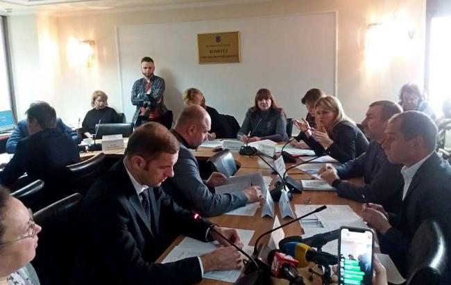 Комитет рекомендует Раде лишить нардепов льгот при медобслуживании