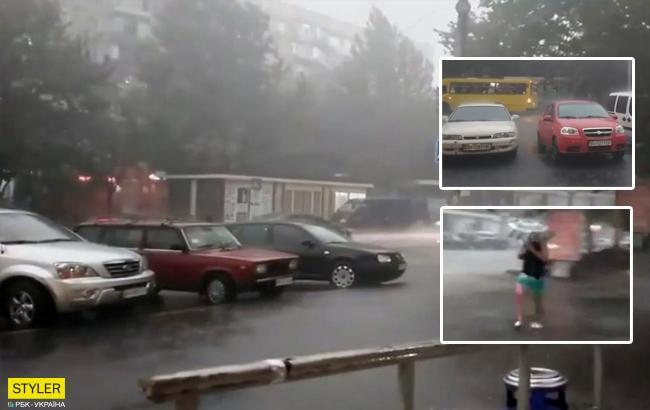 Мощный ливень в Одессе: в сети показали последствия непогоды (видео)