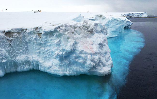 От Антарктиды может отколоться айсберг размером в два