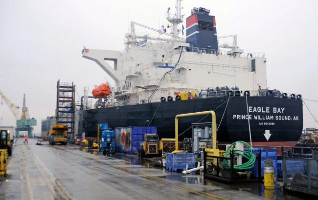 Фото: у Велику Британію прибув танкер зі сланцевим газом із США