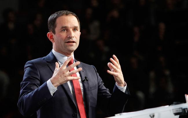 Кандидат в президенты Франции Амон осудил поддержку РФ боевиков на Донбассе