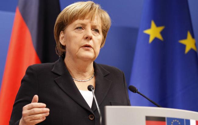 Меркель відзначила боротьбу Макрона за єдність Євросоюзу
