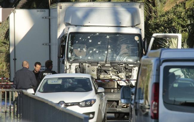 Фото: грузовик нападавшего в Ницце