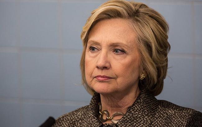 Фото: Хиллари Клинтон отменила поездку в Калифорнию по состоянию здоровья