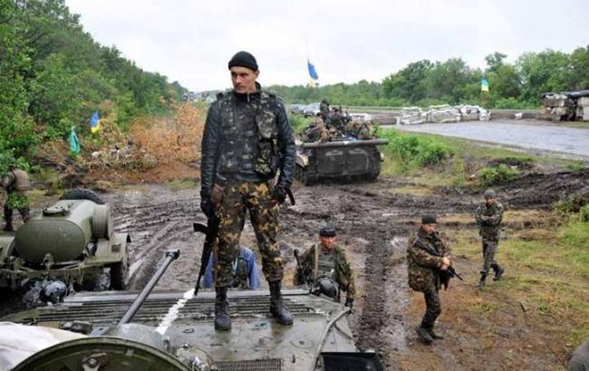 У зоні АТО за добу поранено двох українських військових