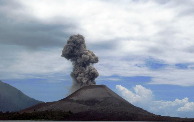 В Індонезії вулкан після виверження зменшився у 4 рази