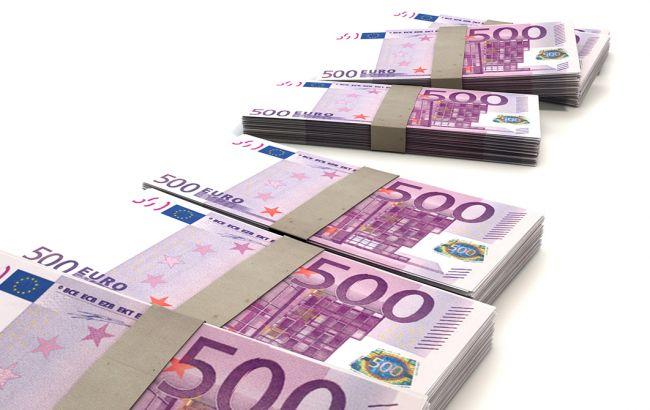 Курс доллара снизился на закрытии межбанка